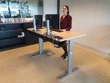 Sitz-Steh-Schreibtisch AluForce 140 - elektrisch| worktrainer.de| stehen und sitzen| Abwechslung| Gesund| Stabil| Körper