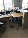 Sitz-Steh-Tisch 501/19  worktrainer.de   Gesund am Arbeitsplatz  sitzen und stehen  Gruppenarbeit  aktive Körperhaltung 
