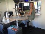 Sta bureau met bureaufiets van Worktrainer bij AvroTros