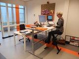Sitz-steh Schreibtisch mit Deskbike von Worktrainer