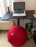 VLUV LEIV und Single Leg Desk Sitz-Steh-Schreibtisch | Ergonomisch arbeiten | Worktrainer.de