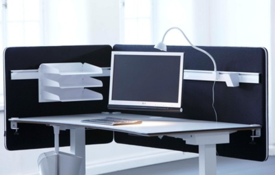 Metallverstärkte Akustik-Tischschutzblende von Screenz  worktrainer.de  akustische Schutzblende   Lärmschutz 