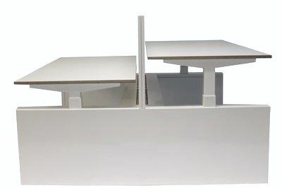Doppelter Sitz-Steh-Schreibtisch